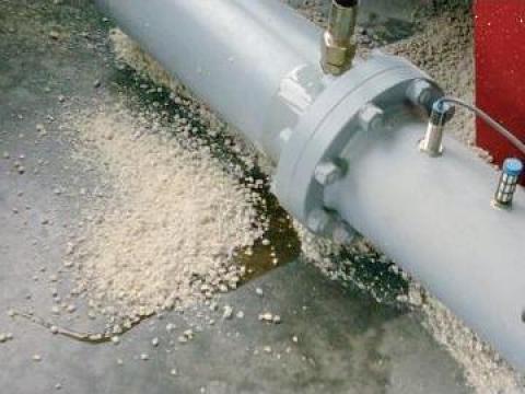 Granule absorbante, lianti de produse petroliere