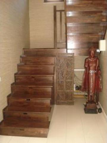 Scara din lemn masiv cu balustrada de la Bigal Plast