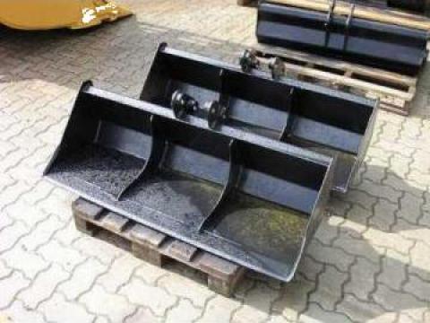 Cupa taluz buldoexcavator Komatsu WB - deschidere 150 cm de la Nuevo Construct Srl