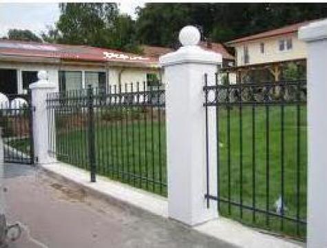 Garduri metalice, simple sau cu insertii din fier forjat de la Rollux Construct