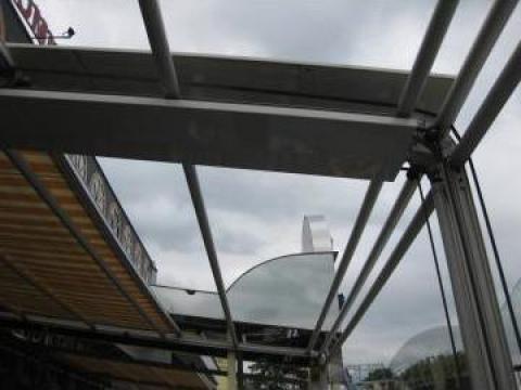 Tamplarie Rehau cu geam termopan de la Rollux Construct