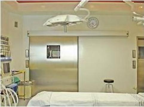 Usi de spital semiermetice automate de la Gamaterm Design