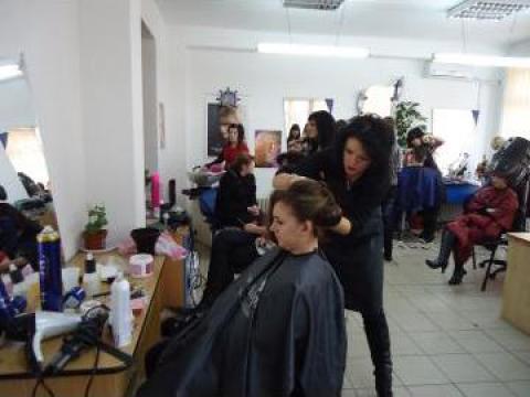 Curs calificare frizer, coafor, manichiurist, pedichiurist de la Hexalina Com Srl.