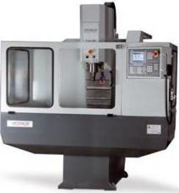 Masina de frezat metale Opti 100 CNC de la Infomark Srl.