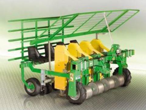 Utilaj de plantare pe teren drept Easy Manual si Automatic de la Metex Imp Srl.