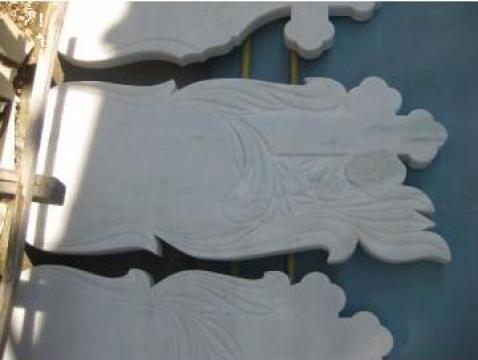 Monumente funerare en-gross de la Marmoserv Construct Srl.