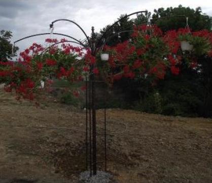 Suport fier forjat pentru flori