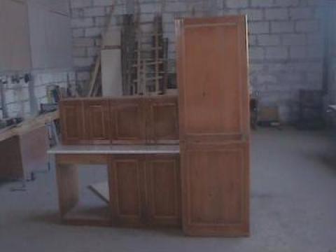 Mobila bucatarie din lemn masiv brad de la Mihada Mob Srl