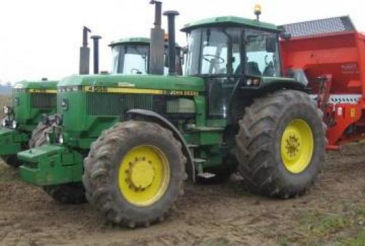 Tractor agricol John Deere de la Sc T & T Partner` S Construct Srl