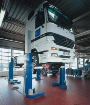 Elevatoare electrohidraulice pentru service autocamioane