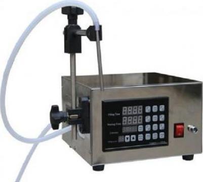 Masina de umplere lichid cu pompacu microcalculator de la Doral Hall Coding Srl