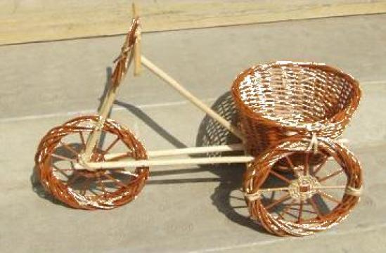 Decoratiune gradina tricicleta rachita cu ghiveci flori