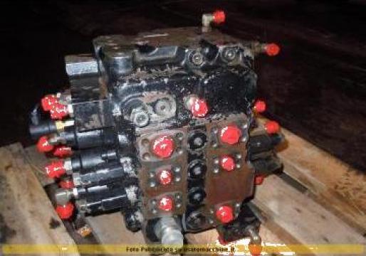 Distribuitor hidraulic pentru excavator JCB JS 180 de la Instalatii Si Echipamente Srl