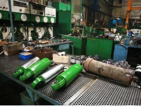 Reparatii cilindrii hidraulici de la Hidraulica UM Plopeni SA