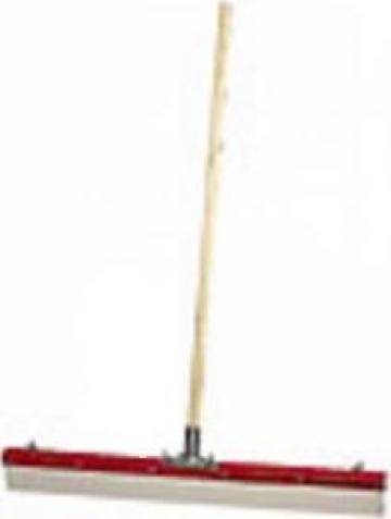 Spaclu pentru suprafete mari Uzin de la Alveco Montaj Srl