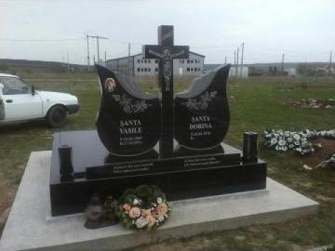 Cruci, monumente funerare de la