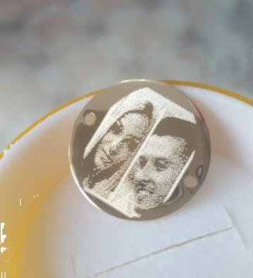 Inscriptionari de poze pe medalioane