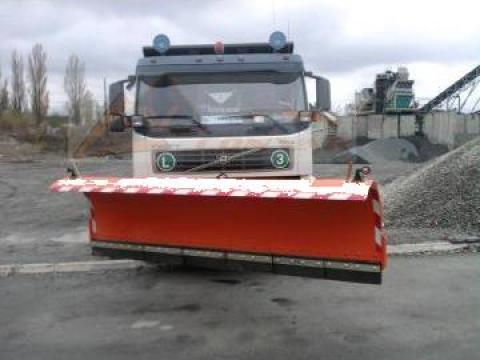 Lama de zapada pe camion Volvo de la Sc Convar Imex Srl