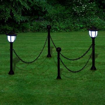 Stalpi cu felinar cu LEDuri si lanturi
