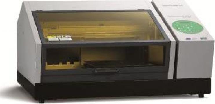 Imprimanta pentru obiecte Roland LEF-12 UV Led de la Mozaik Consulting Srl