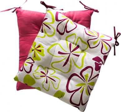 Pernuta pentru scaun cu doua fete rosie cu flori 45x45cm