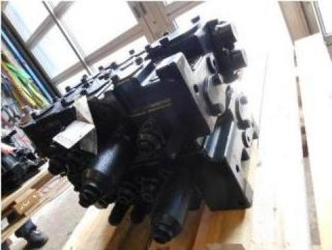Distribuitor hidraulic central New Holland E 245B si E 215B de la Nenial Service & Consulting