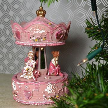 Cadou carusel muzical - balerine roz de la Sc Acid Love Srl