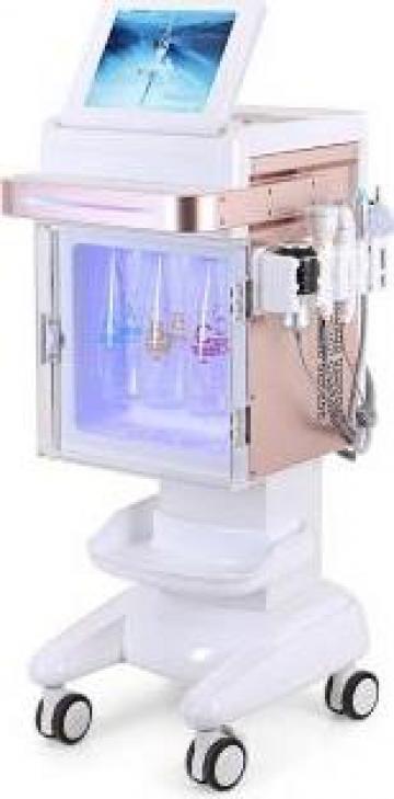 Combina cosmetica cu hidrodermabraziune Holly de la Bliss Cosmetics