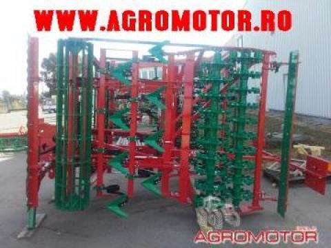 Compactor purtat 4 metri Agro Masz AUC40 H de la Szilassy Srl