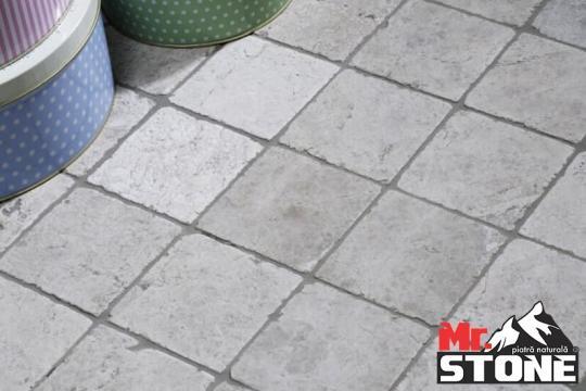 Travertin Silver tumbled 10 x 10cm de la Antique Stone Srl