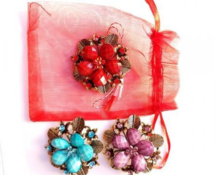 Martisor brosa Vintage 04 in saculet (ABVL04-AY07) de la Eos Srl (www.martisoare-shop.ro)