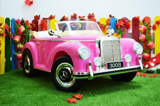 Jucarie masinuta electrica pentru copii Mercedes 300S