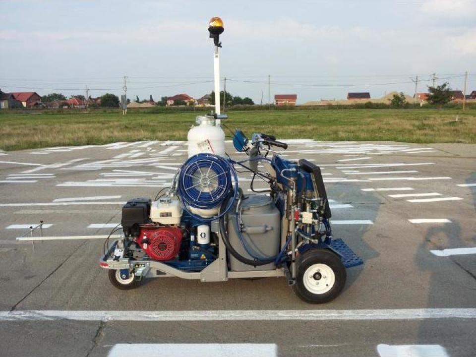 Masina marcaj rutier Graco Line Lazer V 250 2K 50:50