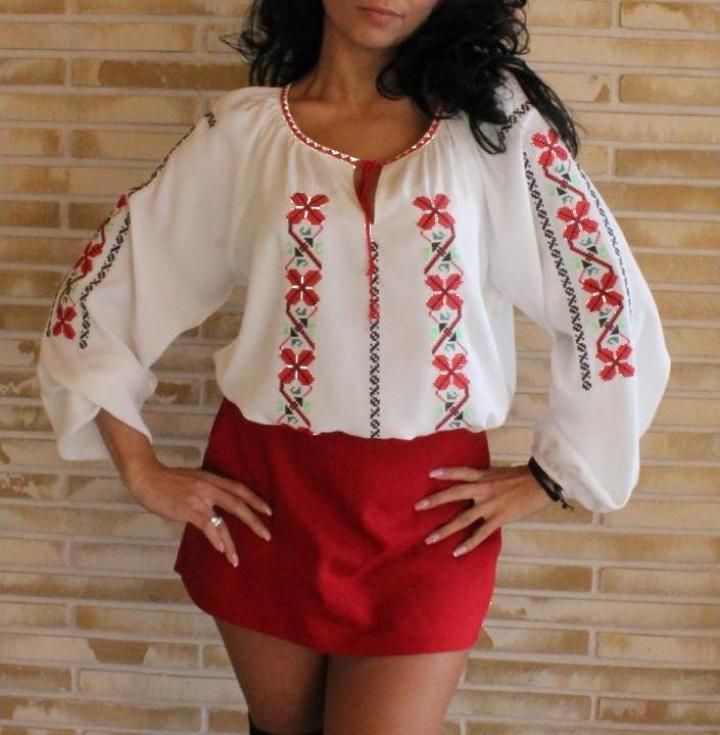Ie traditionala romanesca