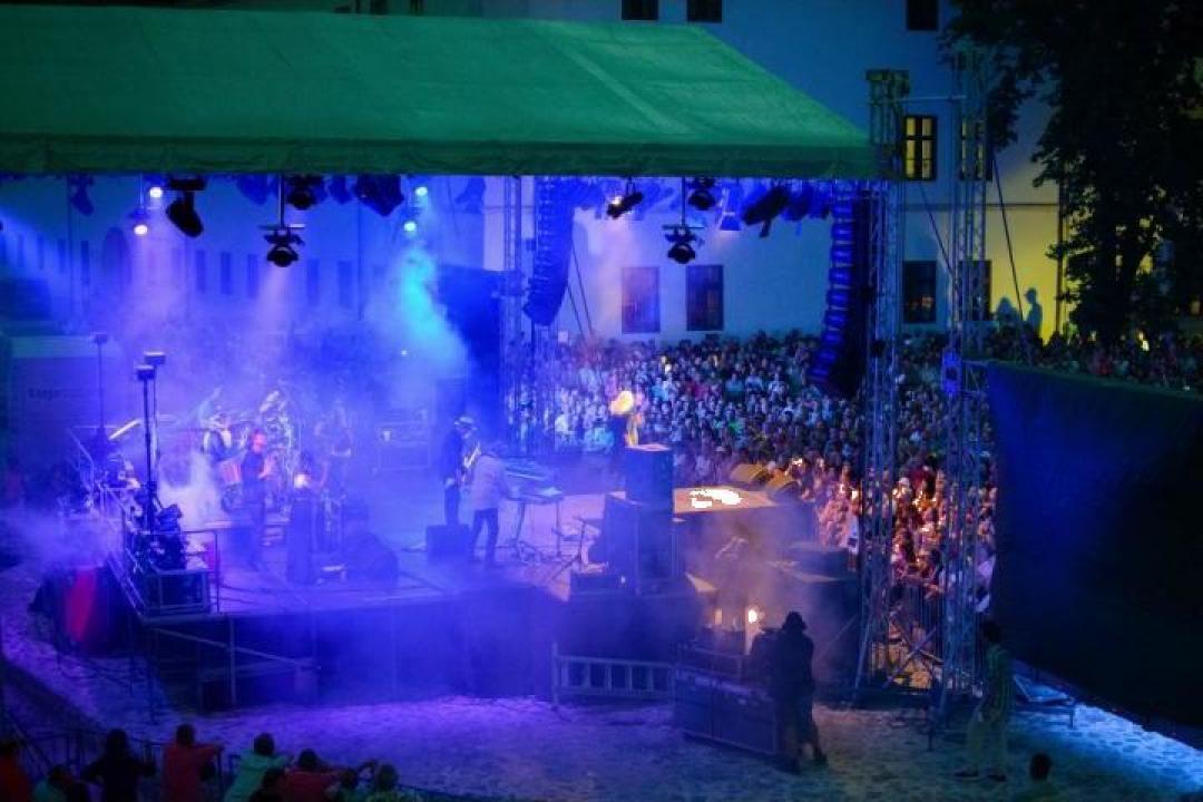 Inchiriere scena mare pentru concerte si evenimente