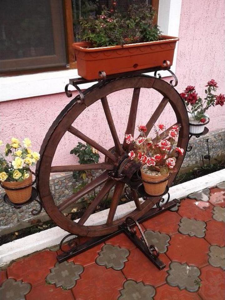 Suport flori roata